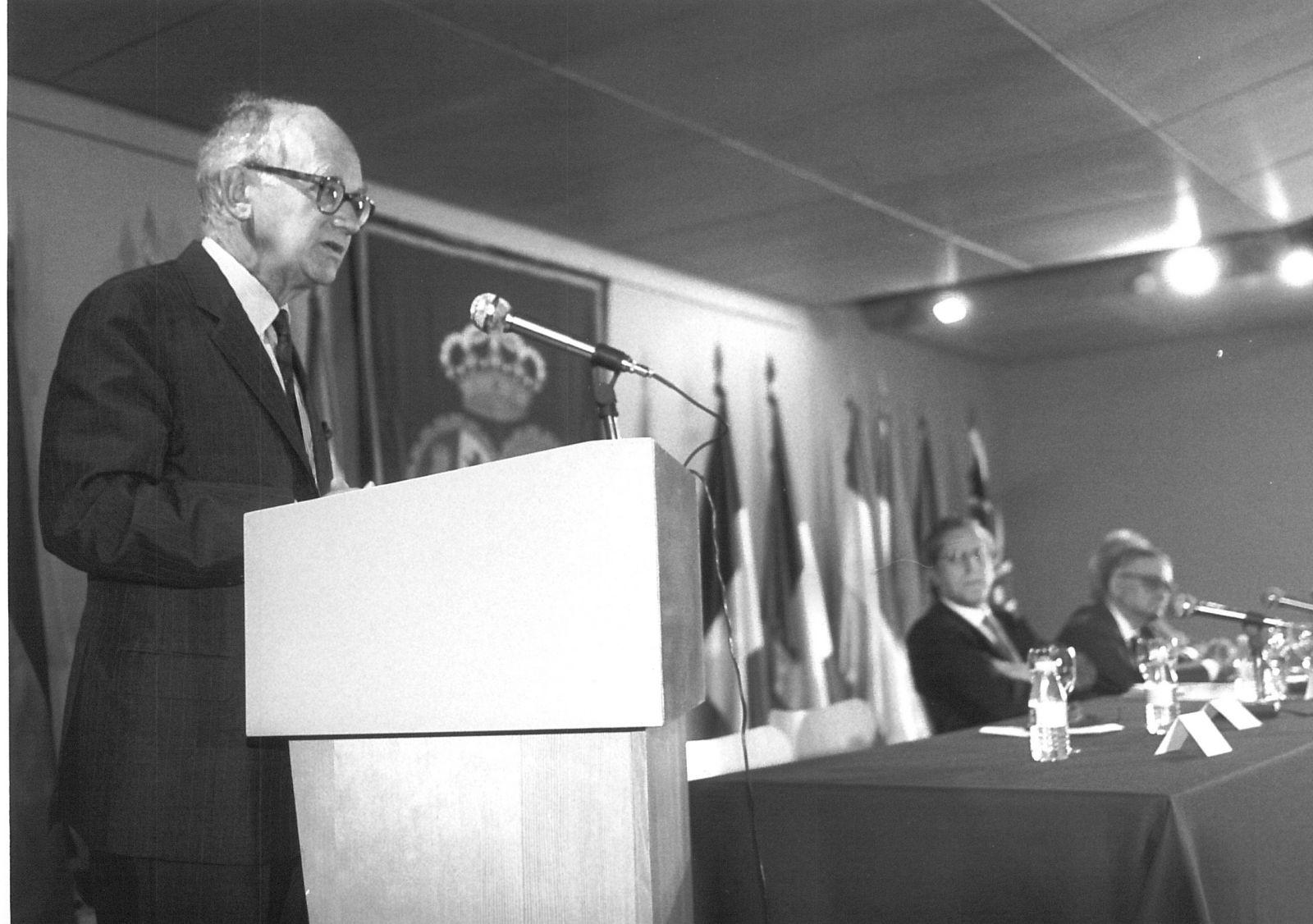 V Carlos de Amberes Commemorative Lecture